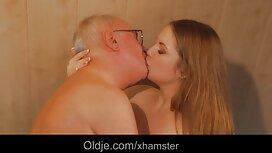 Nuoret tytöt rentoutuvat muutaman blondin jälkeen romanttinen porno painovoiman vaikutuksesta emättimeen.