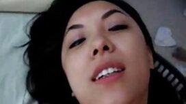 Tavallinen sinitukkainen nainen kierähti ympäri ja istui sukkahousu sex rakastajansa kasvoilla.