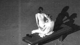 Nainen mature seksi hieroo miestä suihinoton jälkeen