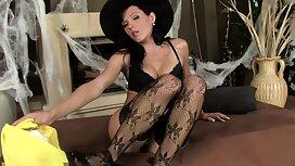 Iso musta kukko silitti ilmaisia seksivideot tissit suurin ja masturboi kameran edessä.