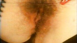 Ruskettunut nainen seksifilmit leikkii dildo ja tekee hänen rakastaja hullu.