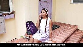 Riley Reid ja hänen ystävänsä leikkivät kotimainen aikuisviihde miehen kanssa hotellissa.