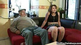 Mies ilmaisiapornovideoita näytti castingissa hyvin innostuneelta laihassa näyttelijättäressä sukkasillaan.