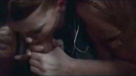 Pojat ahteriin, keittiössä ilmaisiapornovideoita porataan nuorta naista, jolla on napa