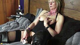 Hahal Peck kypsä lasit hänen musta äiti ja poika porno alusvaatteita kanssa iso kukko kadulla.
