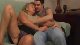 Vaimo paljastaa hänen tissit edessä ilmaisetporno miehensä,