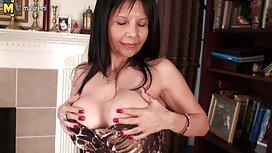 Kaunis hieronta sex mies Tussu äidille, Chica, yksin sängyssä