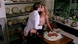Kaunis brunette ja kukko pumppu sängyssä vanhat naiset seksivideot patja valkoinen