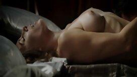 Kaksi kaverusta paistaa kaksi kotivideo porno mökissä, jossa on irrotettava