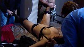 Mustavalkoinen anaali ja ruuti hieronta sex hänestä.