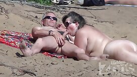 Miehet työntävät ruuvia rasvaisen opiskelijan rantaseksi kohdalle jaossa