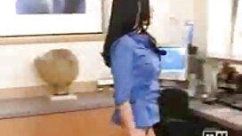 Blondi hattu, lelut, täytäntöönpano who, silitti ilmaisia pornovideoita edessä webcam.
