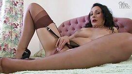 Tyttö Helmet kaulassa, Suihinotto, itse henkilö erotiikkavideot lähettää näyttelijä.