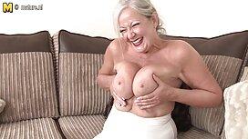 Zoey Cortes kone olohuoneessa. hd erotiikka